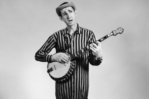 Akeman 3 - David (Stringbean) Akeman is posing for WSM promotion photos in the studio Feb. of 1961. Photo credit: Les Leverett / WSM