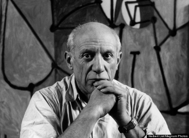 Picasso 1 - PERSONALITIES.Pablo PICASSO at his studio in front of
