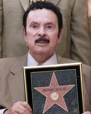 cascade - Mexican Mariachi singer and actor Antonio Aguilar poses with a commemorative plaque after his star on the Hollywood Walk of Fame was unveiled  September 7, 2000 along Hollywood Boulevard in Hollywood. Aguilar has made 163 recordings and sold over 28 million records in his career. REUTERS/Rose Prouser