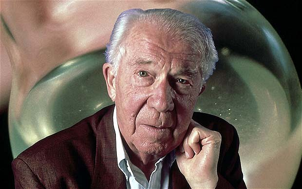 H404/0204 - De Duve, the Belgian biochemist and Nobel Laureate...^BChristian de Duve.^b Portrait of the Belgian biochemist and Nobel prizewinner for Medicine, Christian de Duve. Born in 1917, de Duve's early work was in determining haemoglobin and myoglobin concentration in muscle, and on the regulation of blood sugar. Later he experimented with cell organelle separation by centrifugation. De Duve fortuitously discovered lysosomes, the small cell organelles that hold digestive enzymes, during another experiment. For his discoveries on cell structure and biochemistry he shared the Nobel Prize for Medicine in 1974 with Albert Claude and George Emil Palade. Photographed in 1997.