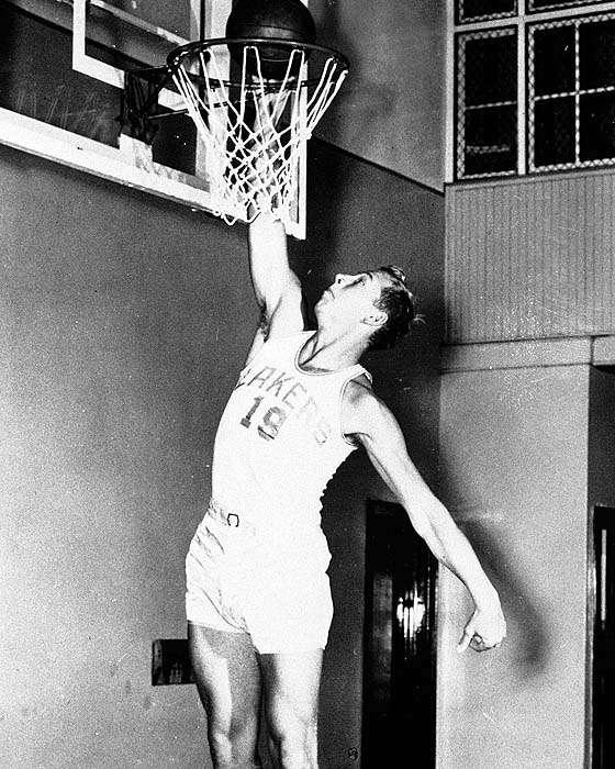 Vern Mikkelsen of the Minneapolis Lakers is seen Jan. 18, 1950. (AP Photo) -
