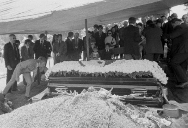 Lee funeral -