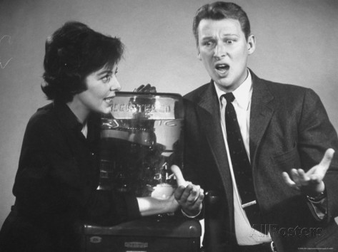 alfred-eisenstaedt-nightclub-comedians-mike-nichols-and-elaine-may-doing-skit-on-fabulous-fifties-tv-special -