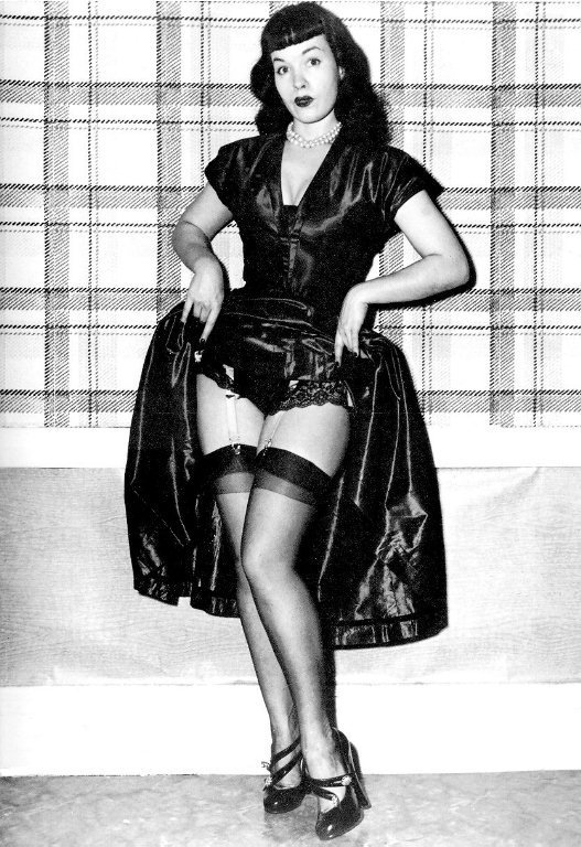 Bette-Page-bettie-page-7685811-527-768 -