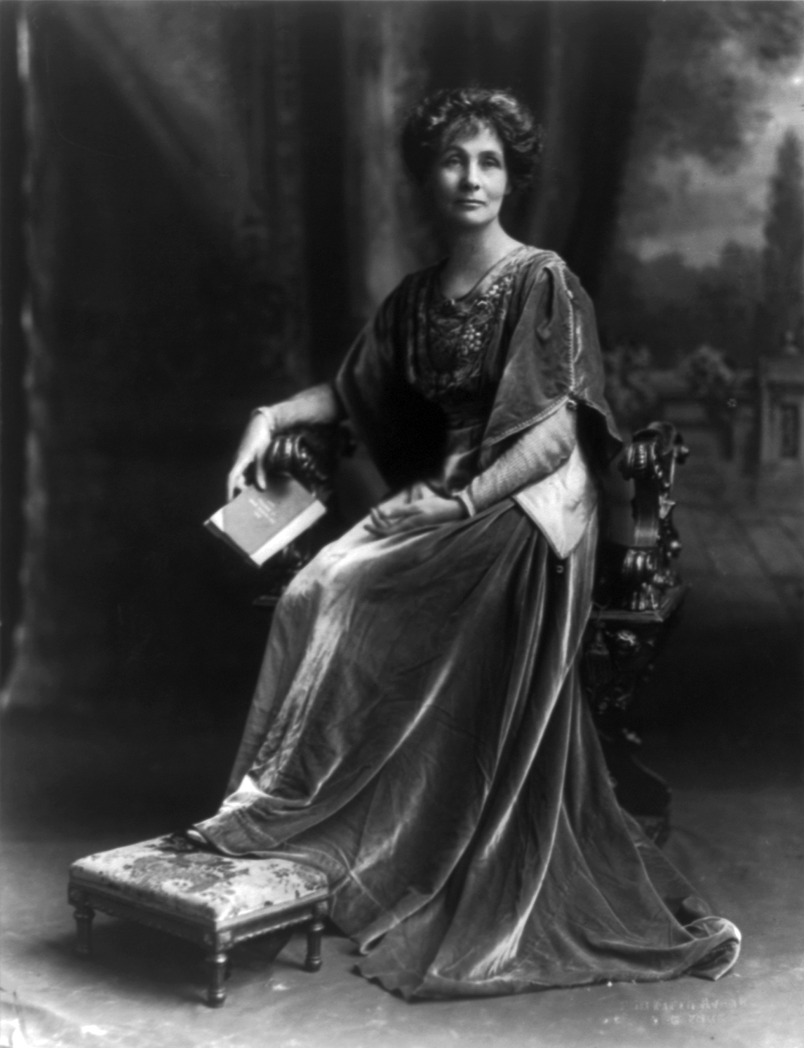 emmeline pankhurst Emmeline pankhurst was the best known of the leaders of the more militant wing of the women's suffrage movement in great britain in the early 20th century.