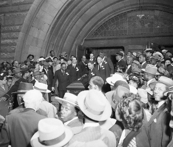 Pallbearers W/Jack Johnson'S Coffin - 15 Jun 1946, Chicago, Illinois, USA --- 6/15/1946-Chicago, IL-ORIGINAL CAPTION: Some of the thousands of people who jammed the outside of Pilgrim Baptist Church during funeral services for former heavyweight champion Jack Johnson gather at the entrance to see the fighter's casket removed from the church.  He was killed in an auto crash at Raleigh, N.C.  Pallbearers are: (right side) Charles Roach, trainer; Eddie Pieque, promoter; Joe Hudson, fighter; (left side) Eddie Nichols, fight referee; Harry Carson, trainer; and Charles Golden, sparring partner. --- Image by © Bettmann/CORBIS