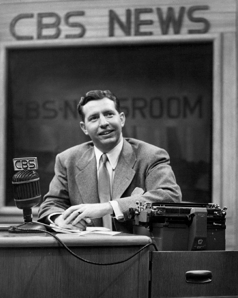 1952_Douglas_Edwards_with_the_news -