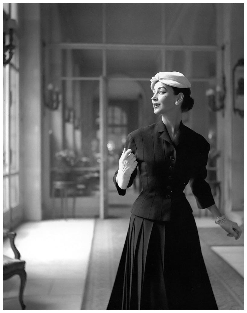 dorian-leigh-in-alpaca-wool-suit-with-pleated-skirt-by-jacques-fath-photo-by-georges-dambier-elle-march-1-1954 -