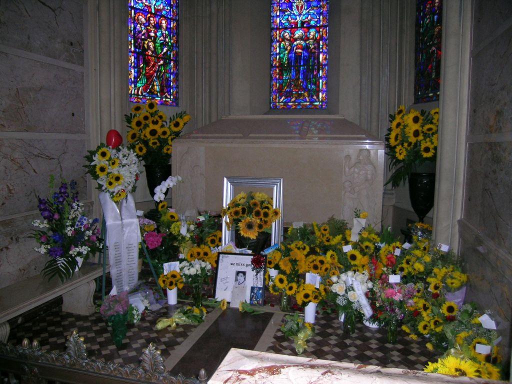 michal_jackson_tomb -