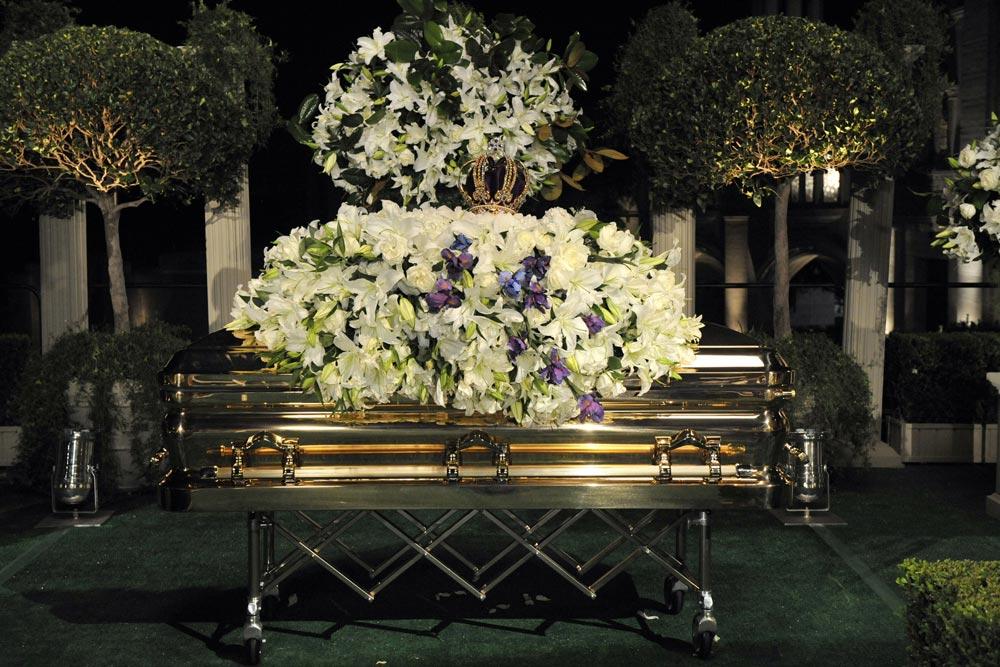 Michael Jackson Gravestone Michael Jackson - Foun...