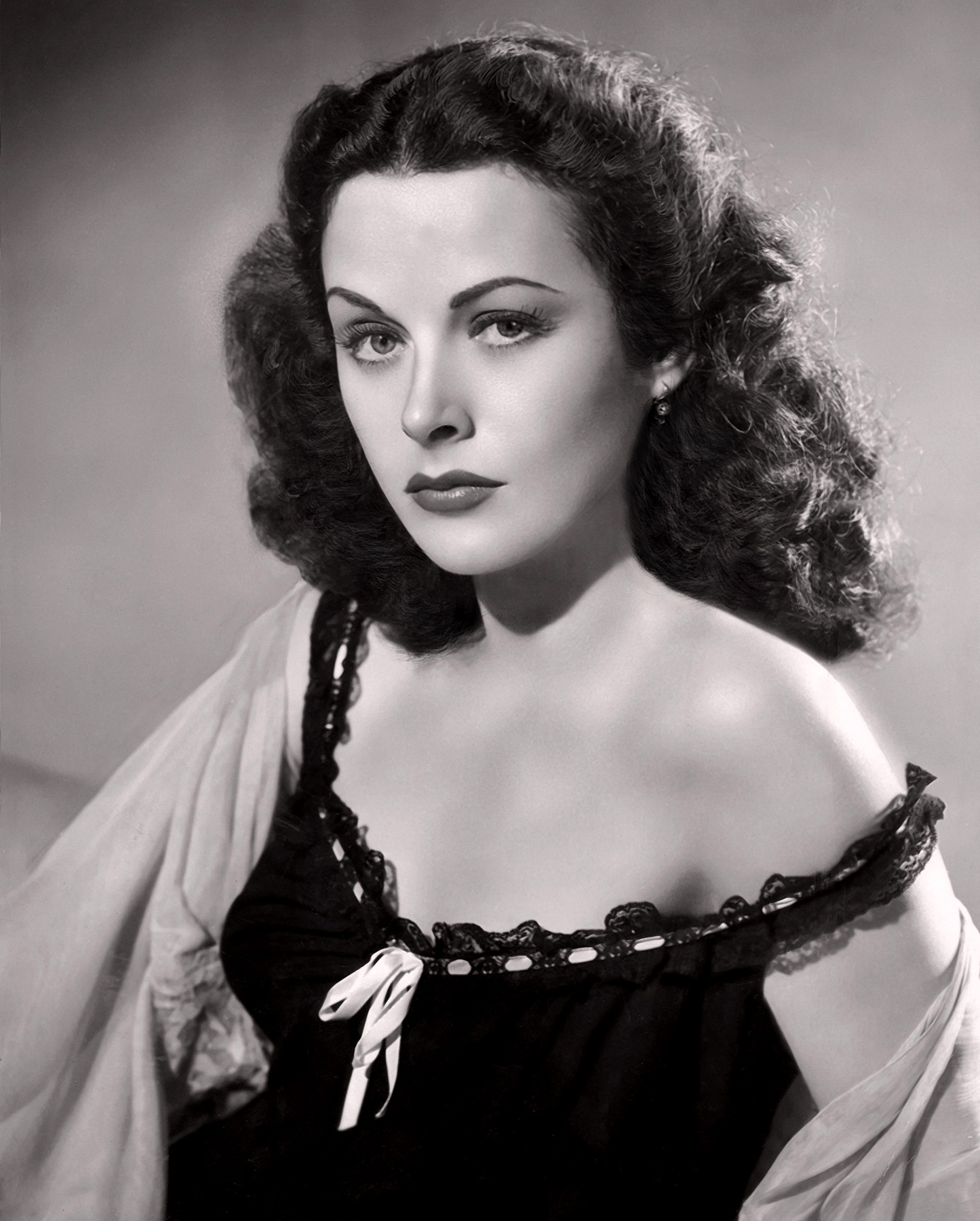Hedy-Lamarr-classic-movies-9477801-1445-1800 -