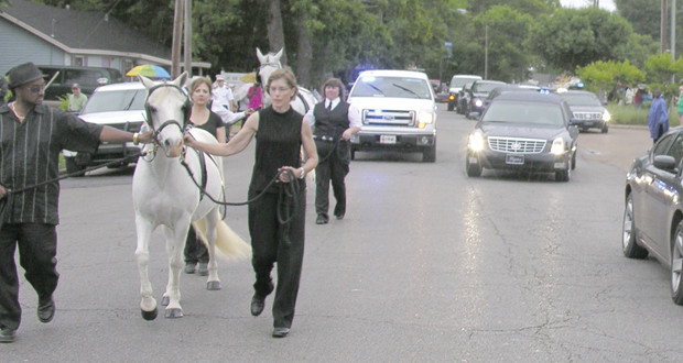 Funeral-white-horses_feature_rgb-620x330 -