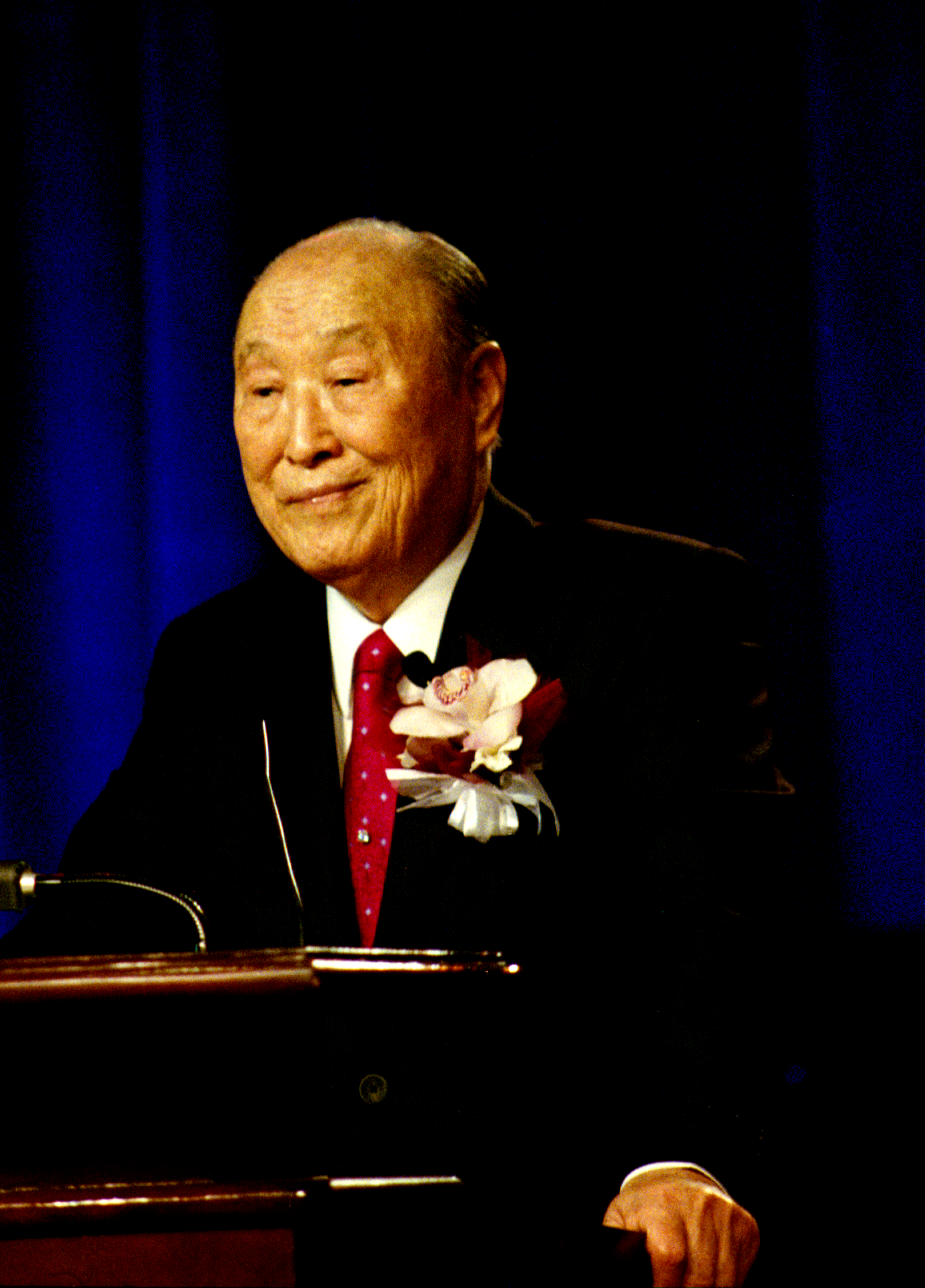Rev._Sun_Myung_Moon_speaks,_Las_Vegas,_NV,_USA_on_April_4,_2010 -
