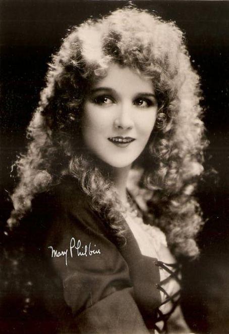 Mary-Philbin-Christine-Daa-the-phantom-of-the-opera-25104160-454-661 -
