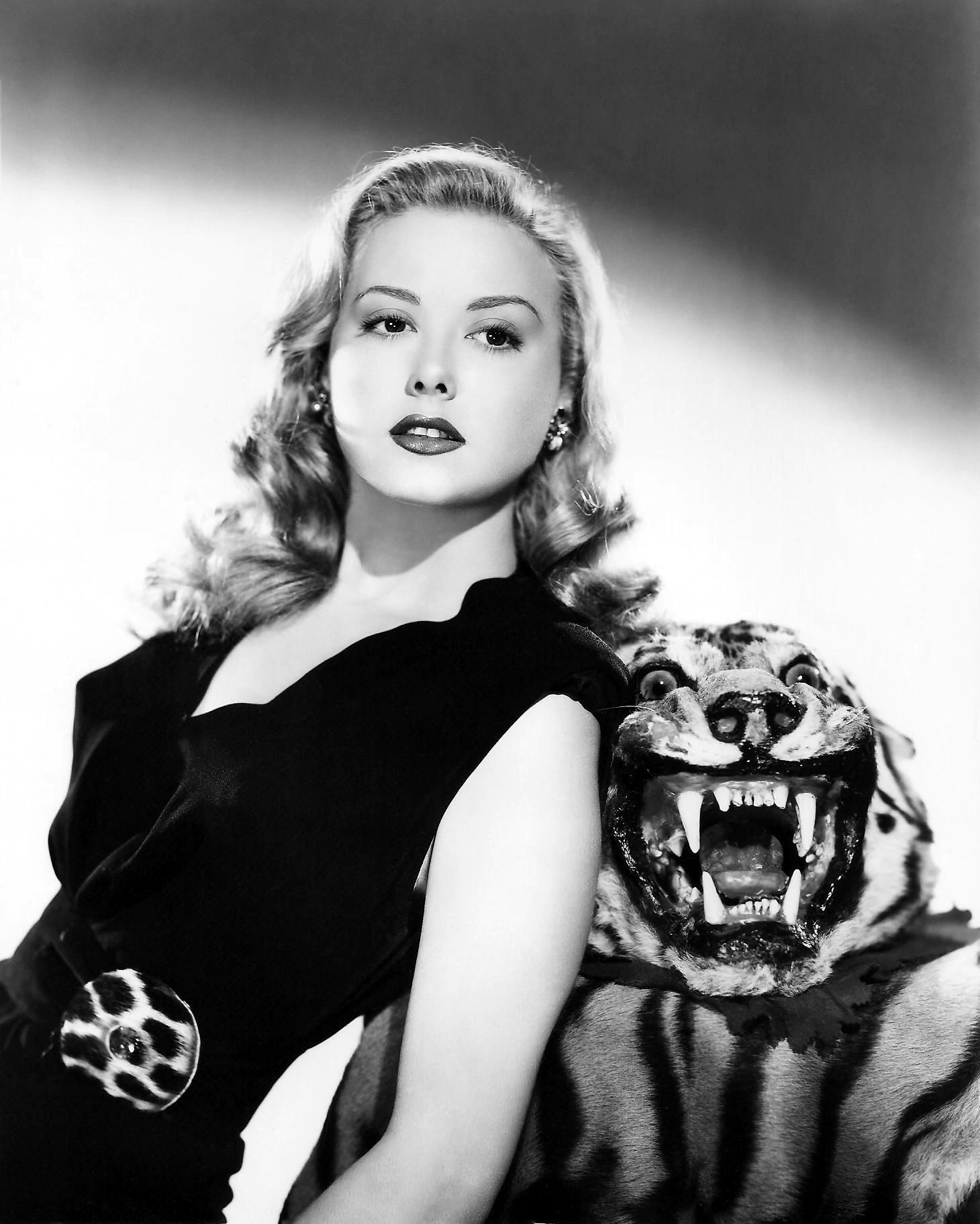 Adele_Mara_(The_Tiger_Women-1945) -