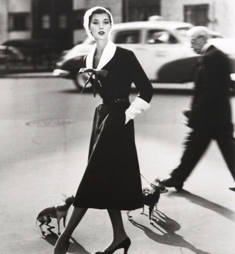 BARBARA-MULLEN-WITH-DOGS-FOR-VOGUE-1952-1-C32616 -