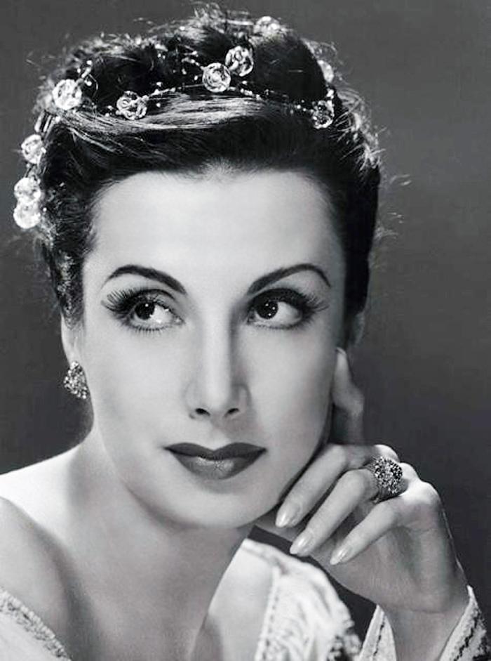 Georgian-American_Ballerina_Tamara_Toumanova_(Tumanishvili)_-_1940s -