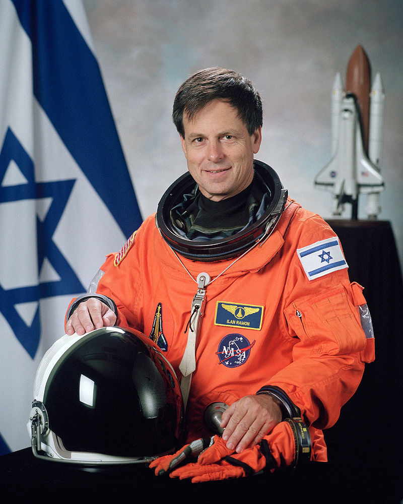 800px-Ilan_Ramon,_NASA_photo_portrait_in_orange_suit -