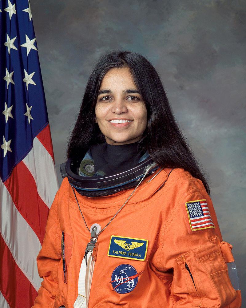 800px-Kalpana_Chawla,_NASA_photo_portrait_in_orange_suit -