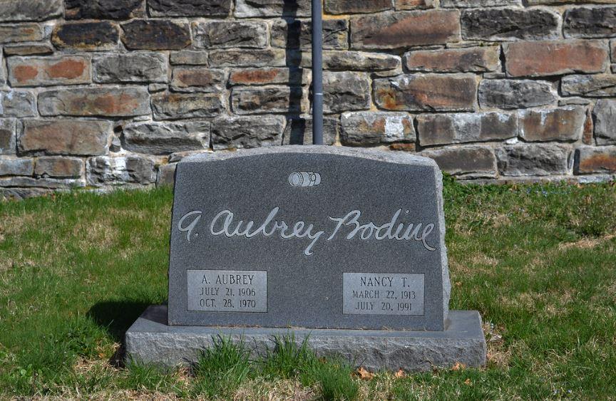 Aubrey Bodine grave -