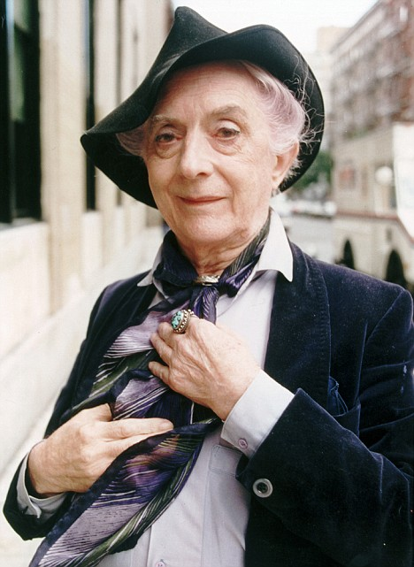 Quentin Crisp who is subject of a play called resident Alien whi -