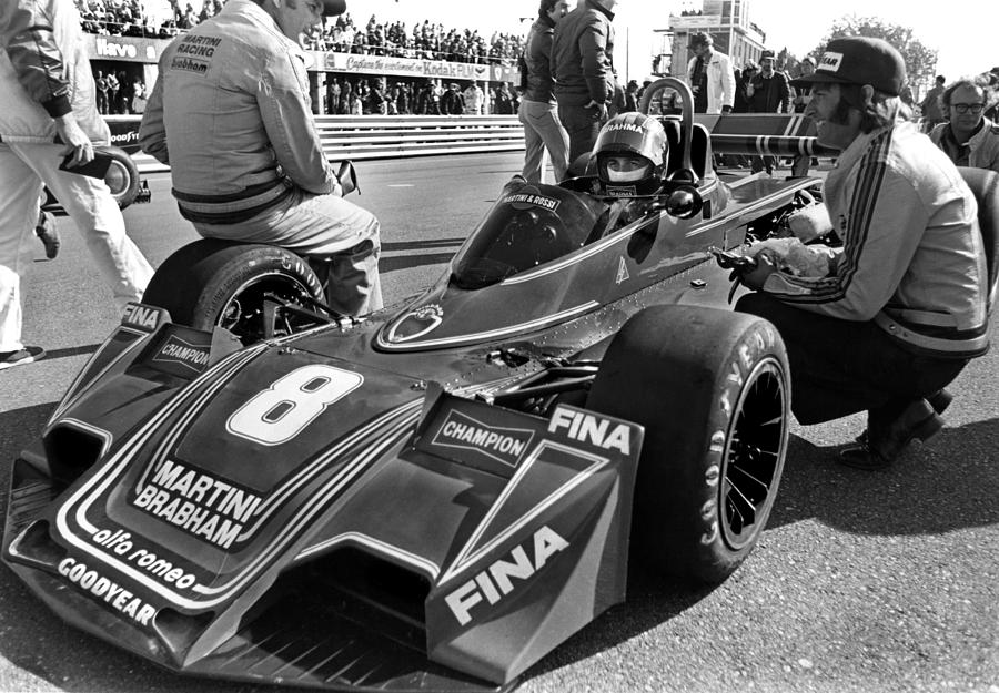 carlos-pace-on-the-grid-mike-flynn -