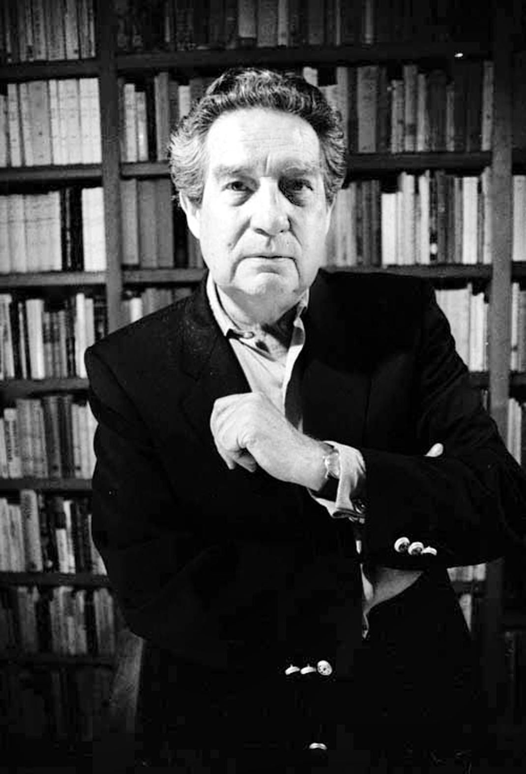 Octavio Paz enla biblioteca de su csa en 1989. Foto: Fabrizio Leon Diez -