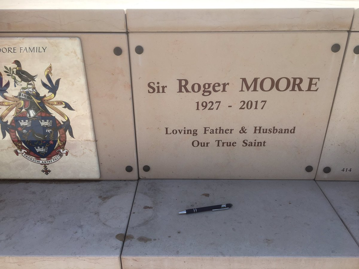 Roger Moore grave -